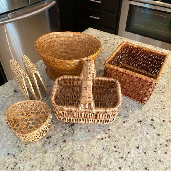 LOT: VTG Woven Wicker/Rattan Baskets/Storage Items